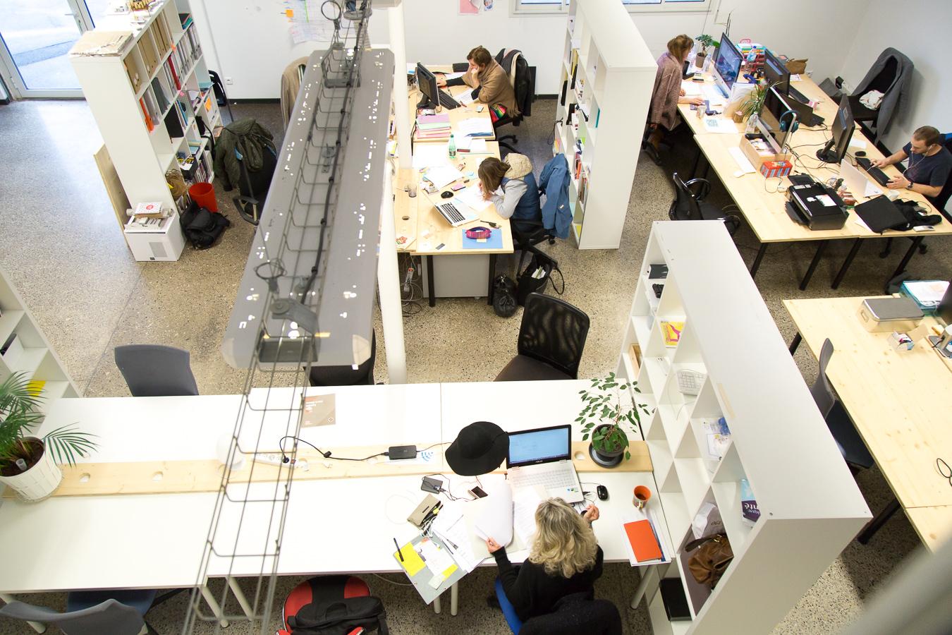 Vue plongeante open space coworking de Biarritz